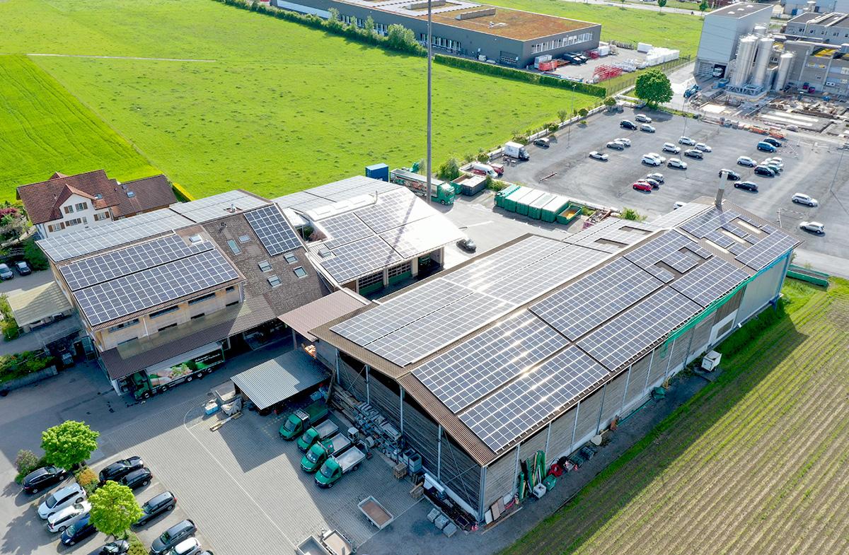 Amstutz Holzenergie AG, Emmi, Solarenergie auf den Dächern